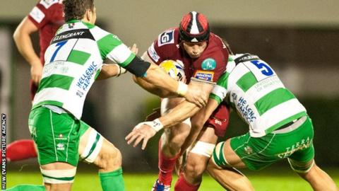 George Earle is tackled by Treviso's Alessandro Zanni and Valerio Bernabo