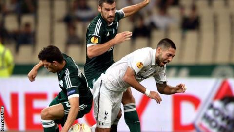 Clint Dempsey tangles with the Panathinaikos defence