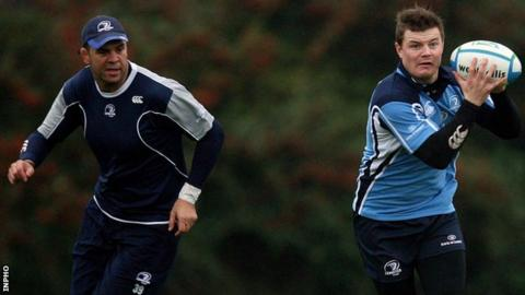 Michael Cheika and Brian O'Driscoll at Leinster training in 2009