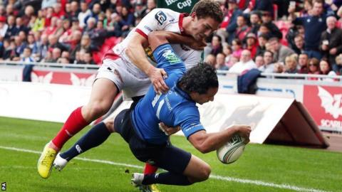 Leinster wing Isa Nacewa holds off George North to score against Scarlets