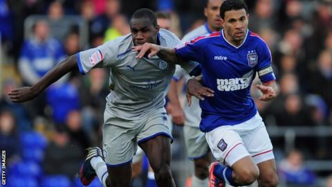 Carlos Edwards (r) of Ipswich battles with Sheffield Wednesday's Michail Antonio
