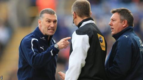 Leicester manager Nigel Pearson (left)