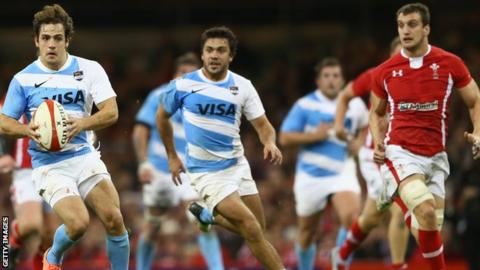 Sam Warburton (right) in action during Wales' defeat to Argentina