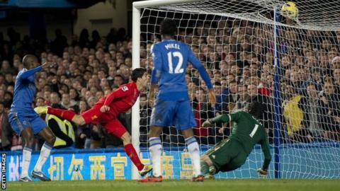 Luis Suarez scores for Liverpool against Chelsea