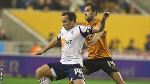Bolton Wanderers captain Kevin Davies and Wolves defender Roger Johnson