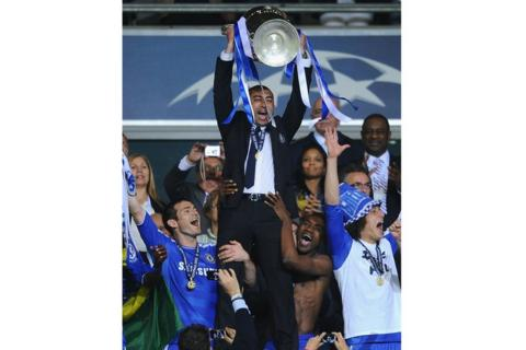 Roberto Di Matteo, Frank Lampard, David Luiz celebrate winning the Champions League