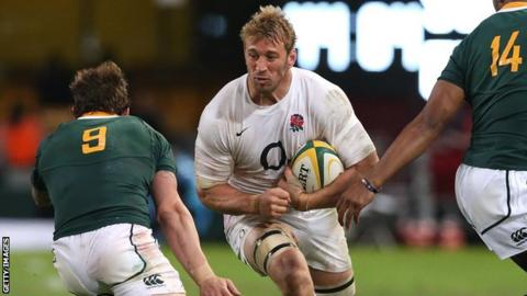 England captain Chris Robshaw takes on South Africa