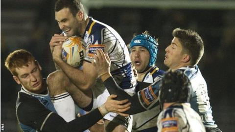 Leinster's Dave Kearney is surrounded by Glasgow Warriors