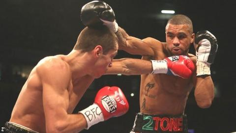 Scott Quigg (left) and Rendall Munroe in action