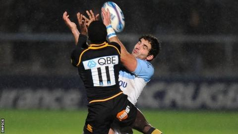 Wasps' Christian Wade outjumps Bayonne's Jean-Jo Marmouyet