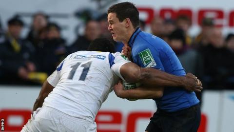 Jonathan Sexton is tackled by Napolioni Nalaga
