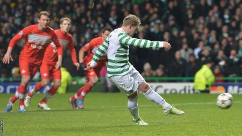 Kris Commons scores a penalty for Celtic