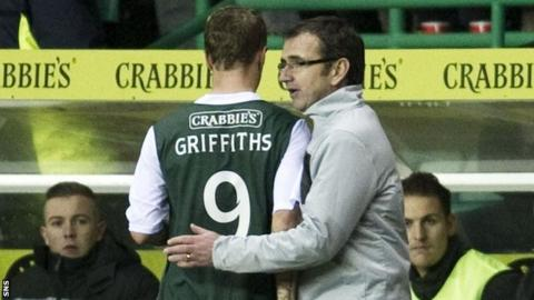 Leigh Griffiths is congratulated by Hibs manager Pat Fenlon