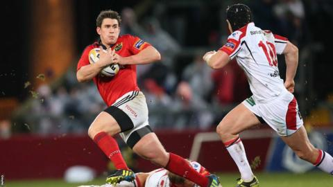 Munster out-half Ian Keatley eludes opposite number Niall O'Connor