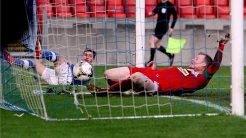 Matthew Tipton scores for Linfield against Cliftonville
