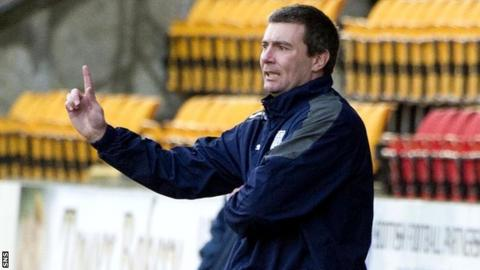 Dundee manager Barry Smith