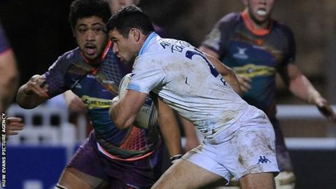 Mike Phillips on the attack for Bayonne against Newport Gwent Dragons