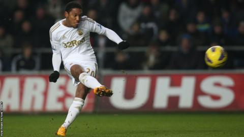 Jonathan De Guzman scores for Swansea