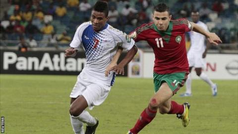 Cape Verde's Platini (L) is challenged by Morocco's Oussama Assaidi