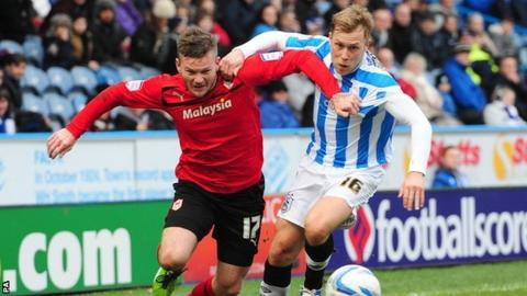 Cardiff City's Aron Gunnarsson (left) and Huddersfield Town's Scott Arfield battle for the ball