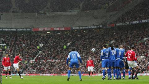 Ryan Giggs scores for Manchester United against Birmingham City during the 2005-06 season
