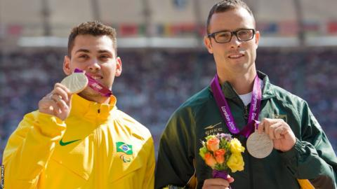 Alan Oliveira (left) of Brazil and Oscar Pistorius.