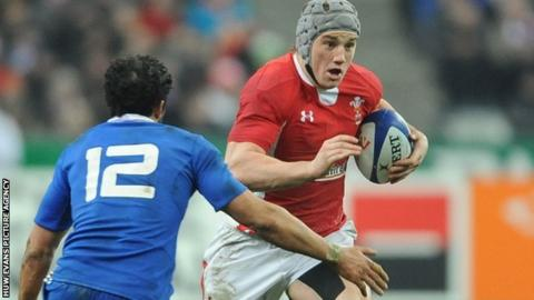 Jonathan Davies in action for Wales against France
