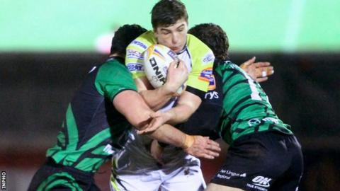 Connacht pair Mick Kearney and Danie Poolman ensure there is no way through for Sam Lewis