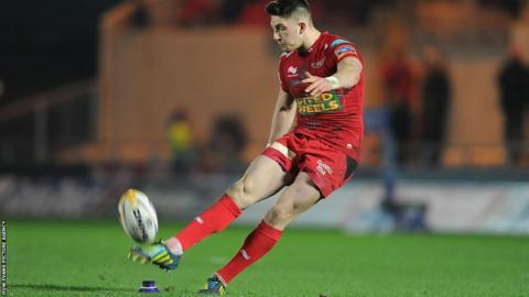 Young fly-half Owen Williams scores all the points for Scarlets in an 18-10 victory over Munster that takes the Welsh region up to fourth place in the Pro12