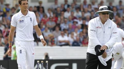 Umpire Steve Davis signals a dead ball after Steven Finn knocks over the stumps in his delivery stride