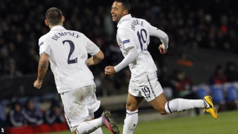 Mousa Dembele celebrates with Clint Dempsey