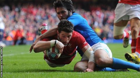 Alex Cuthbert scoring against Italy in Cardiff in 2012