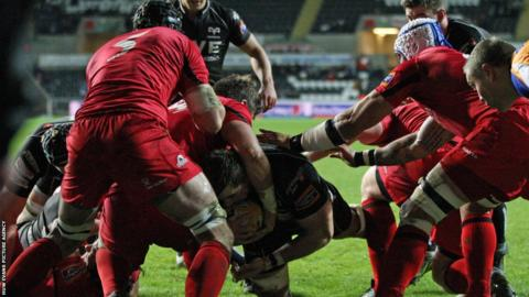 Ospreys take firm control of their Pro12 match at home to Edinburgh as number eight Morgan Allen powers over for his second try in the opening 22 minutes