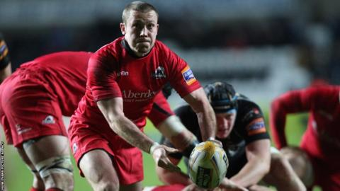 Former Wales and Cardiff Blues scrum-half Richie Rees fails to inspire a struggling Edinburgh side against Ospreys
