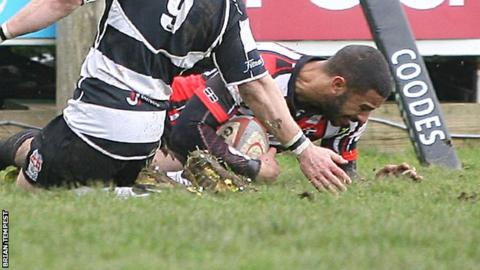 Ashley Smith goes over for Cornish Pirates
