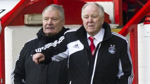 Aberdeen boss Craig Brown (right) and his assistant Archie Knox
