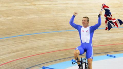 Chris Hoy wins gold at Athens Olympics