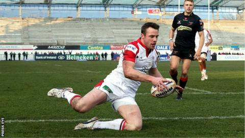 Tommy Bowe scores Ulster's opening try