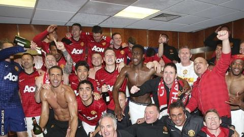 Manchester United celebrate after winning their 20th league title