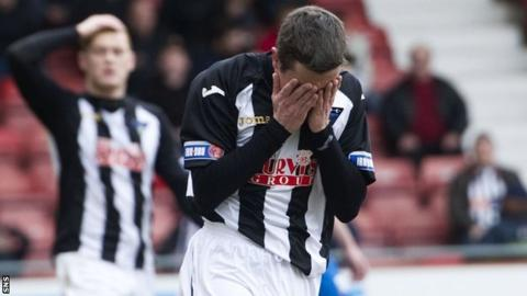 Disconsolate Dunfermline players