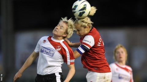 Steph Houghton of Arsenal challenges for the ball