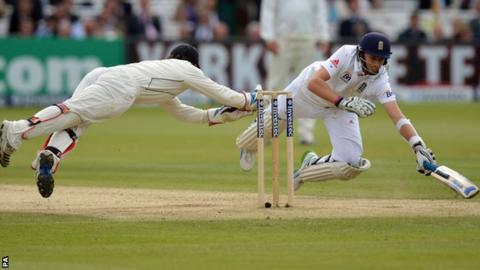 BJ Watling narrowly misses running out Joe Root
