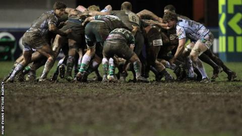 Players struggle with muddy conditions at Cardiff Arms Park