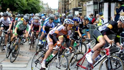 Britain's top cyclists race through the centre of Glasgow