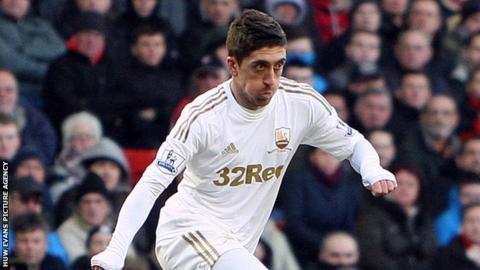 Pablo Hernandez in action for Swansea City