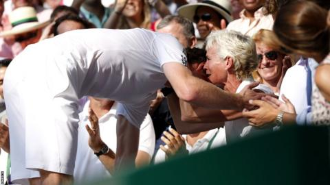 Andy Murray embraces mother Judy