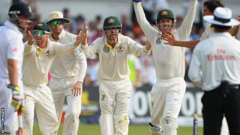 Australia's players appeal the decision to give Stuart Broad not out