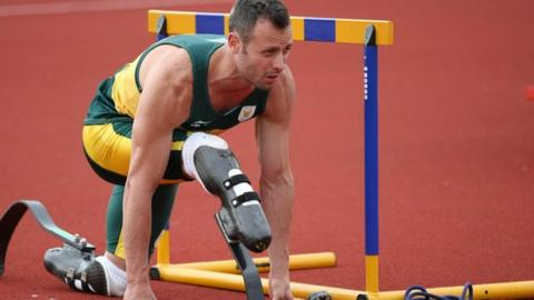Oscar Pistorius back in training