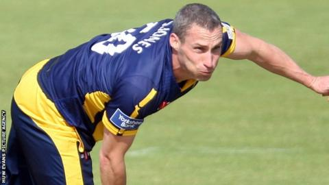 Simon Jones in action for Glamorgan