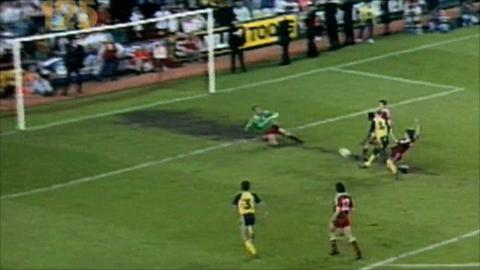 Michael Thomas scores to win the league in 1989 for Arsenal